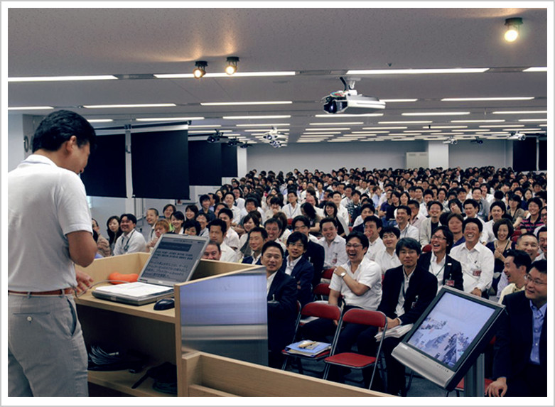 All Rakuten employees gather at a weekly morning information-sharing meeting 'ASAKAI.'