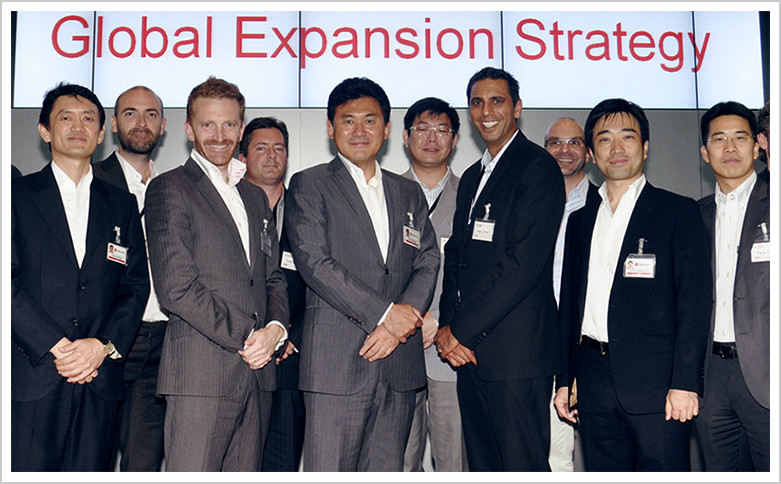 Leaders of overseas subsidiaries and alliance partners at a global business strategy conference