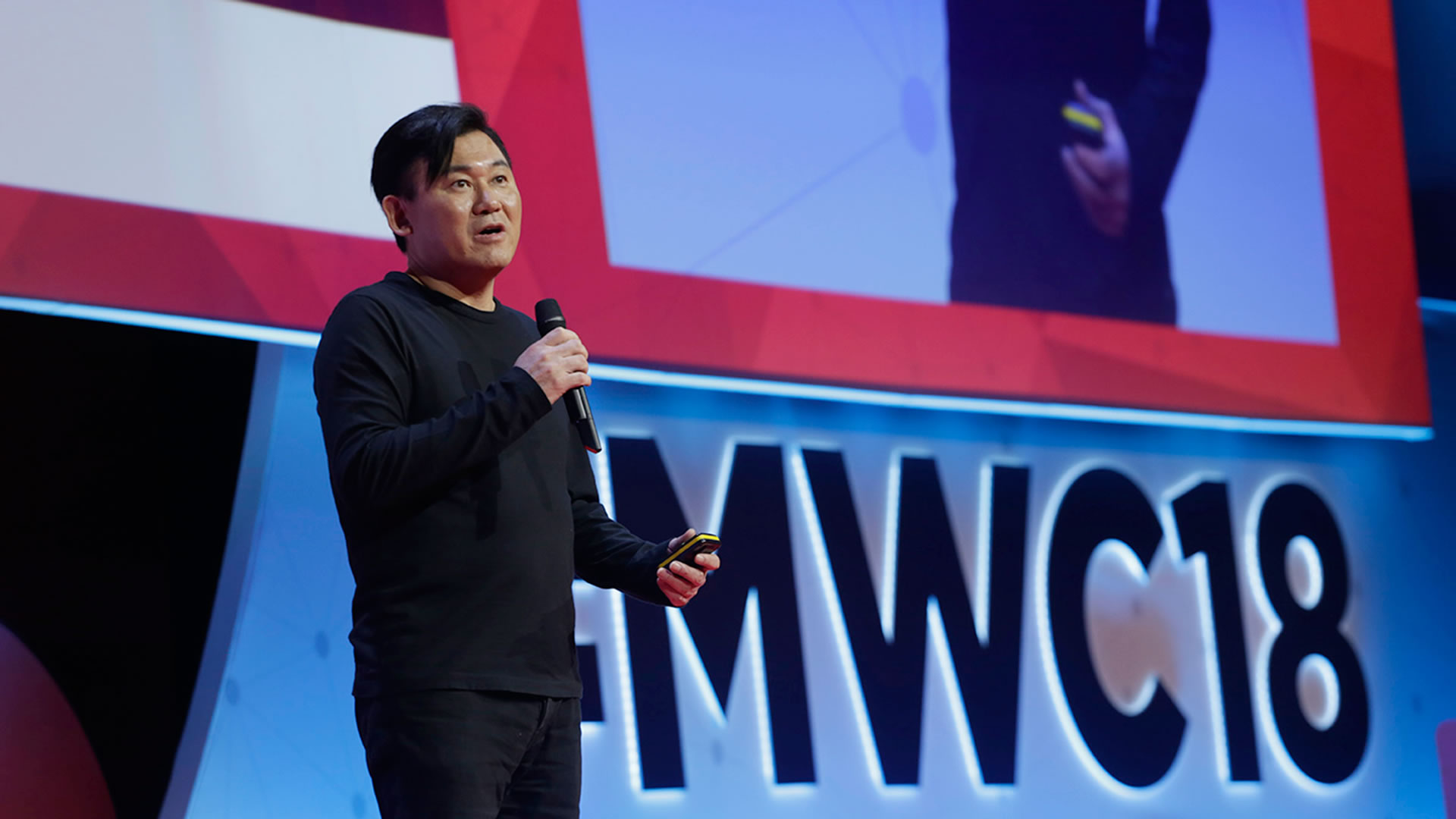 Rakuten Grabs Attention in Barcelona During Largest Mobile Industry Event