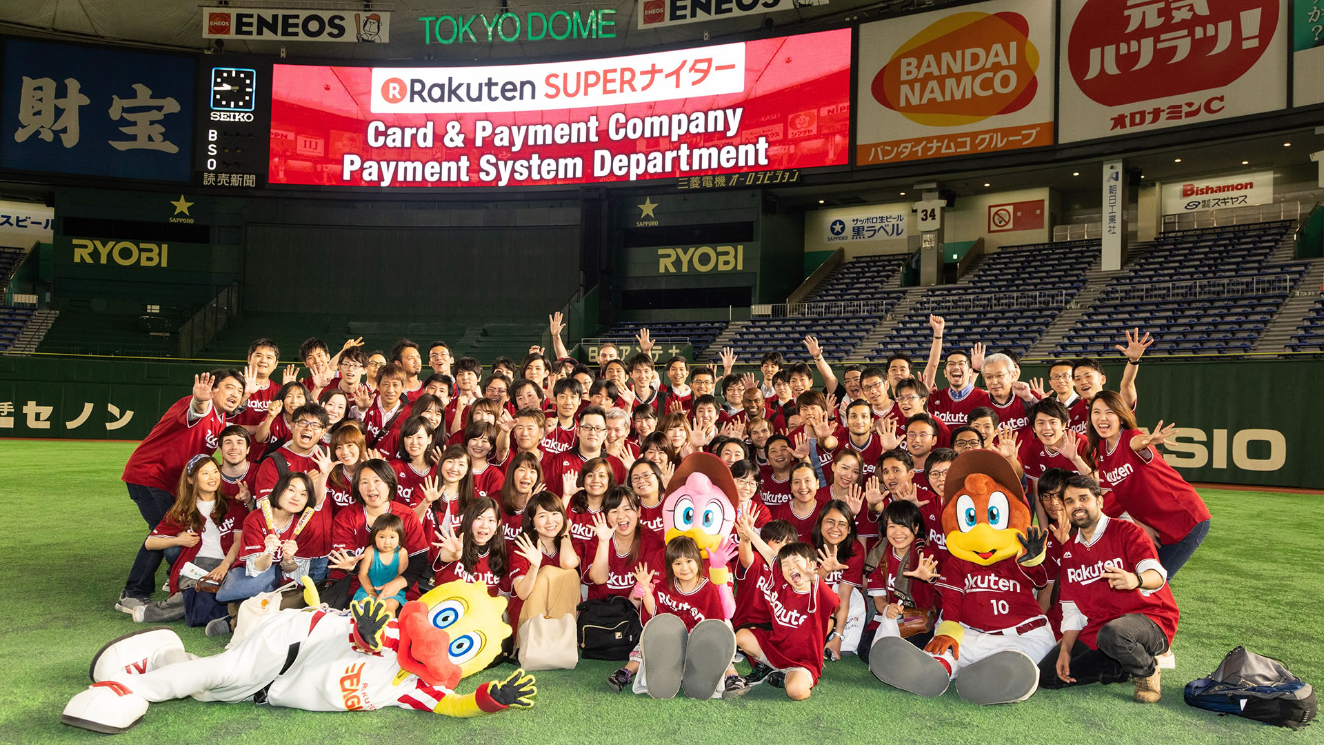 Rakuten Super Baseball Game Turns Tokyo Dome to Crimson Red!